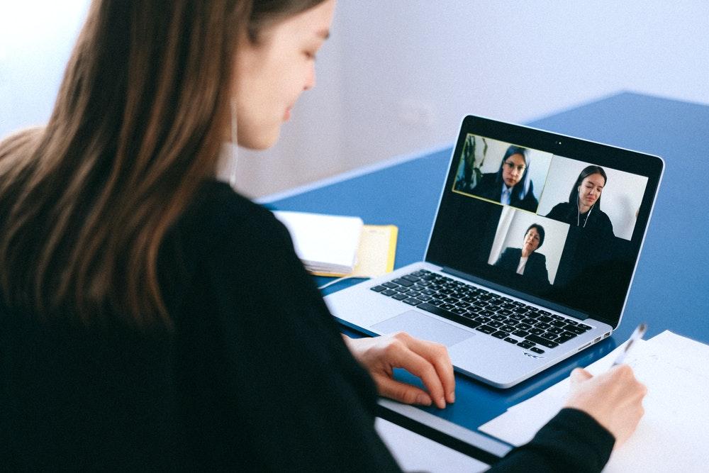 Manage a virtual meeting